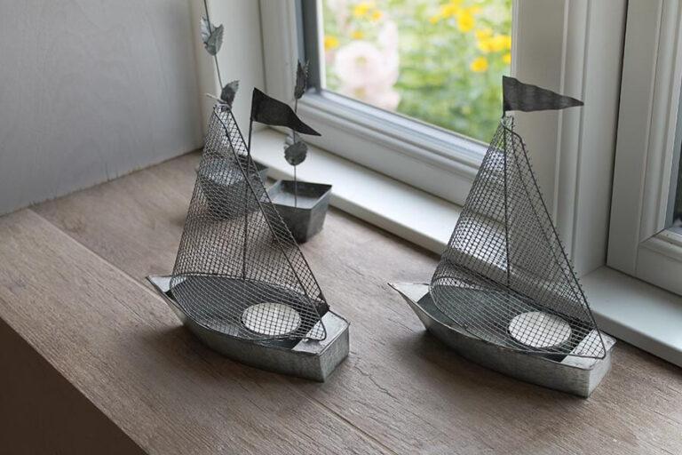 Urlaub im Landhaus Kanzler in Thandorf - Dekoration: 2 aus Draht und Blech gearbeitete Segelschiffe als Kerzenleuchter