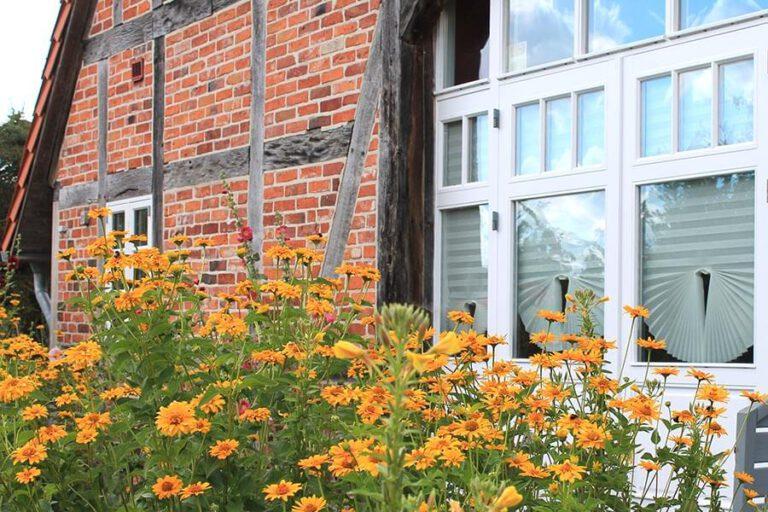 Urlaub im Landhaus Kanzler in Thandorf - Haus vom Garten aus gesehen