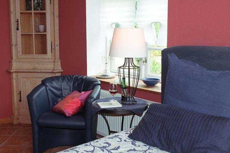 Urlaub im Landhaus Kanzler in Thandorf - rotes Zimmer Leseecke