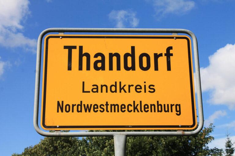Urlaub im Landhaus - Ortsschild Thandorf